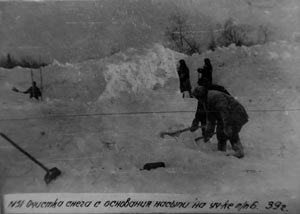 Snow clearance from a railway embankment construction on a section that came under the camp section Sevzheldorlag no. 6