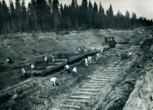 Gulag prisoners building the railway on the Kotlas-Vorkuta line